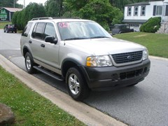 A 2003 Ford Expedition XLT