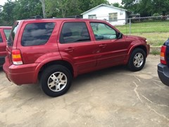 A 2005 Ford Escape LIMITED
