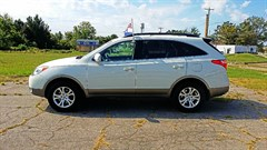 A 2011 Hyundai Veracruz GLS/LIMITED