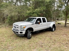 A 2013 Ford F350 SUPER DUTY