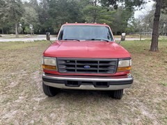 A 1997 Ford F450 XLT