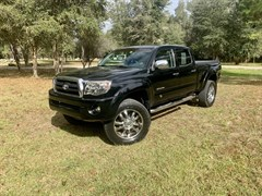A 2006 Toyota Tacoma DOUBLE CAB PRERUNNER LONG BED