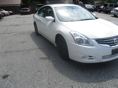 A 2012 Nissan Altima BASE