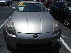 A 2003 Nissan 350Z COUPE